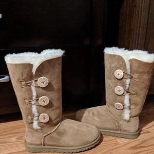 UGGs Triple Bailey Button in Chestnut